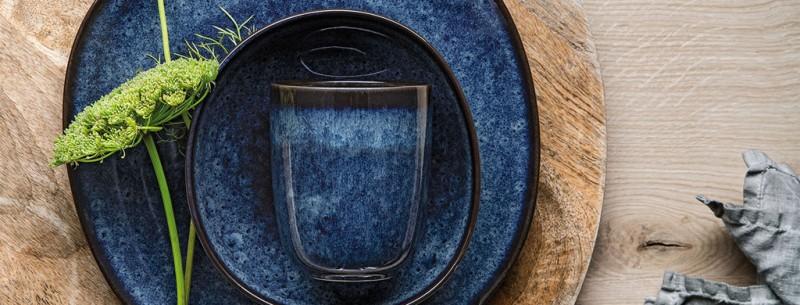 Stilvolles Ambiente mit Lave Bleu Geschirr by Villeroy & Boch
